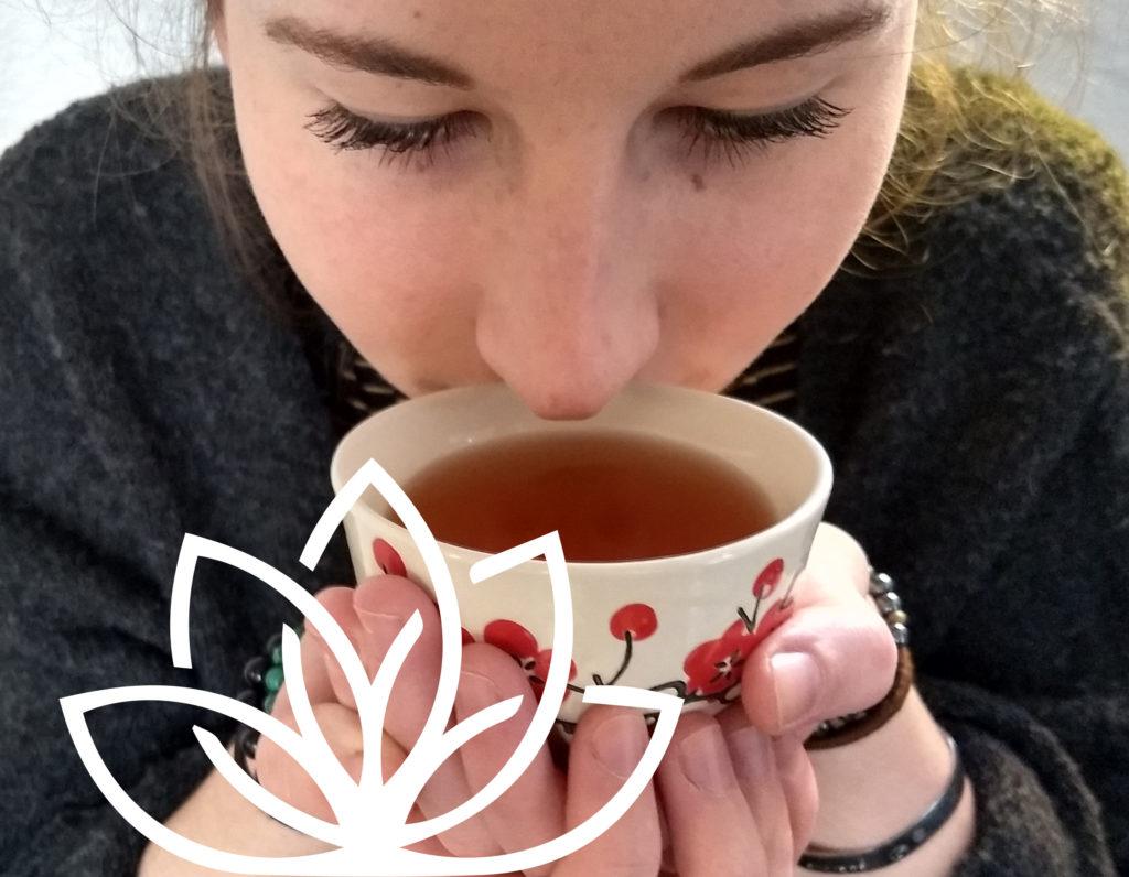 DiviniThé : dégustation sensorielle d'un thé : étape 3 humer sa tasse