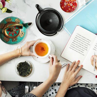DiviniThé : l'atelier thé et écriture est là pour vous aider à franchi le pas de l'écriture en vous appuyant sur une approche sensorielle et en dégustant des thés surprenants !
